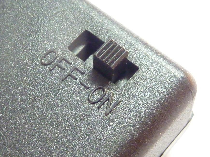 Gniazdo na baterie z wyłącznikiem